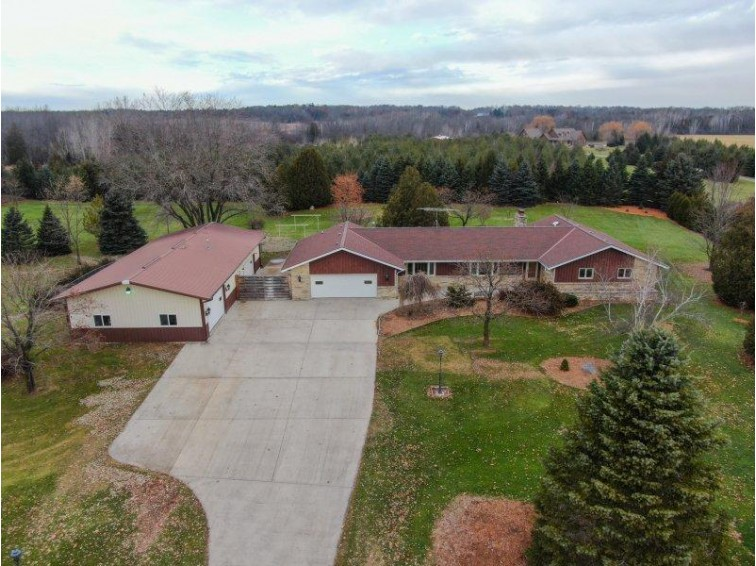 400 Knollwood Rd West Bend, WI 53095-9524 by Shorewest Realtors, Inc. $429,900