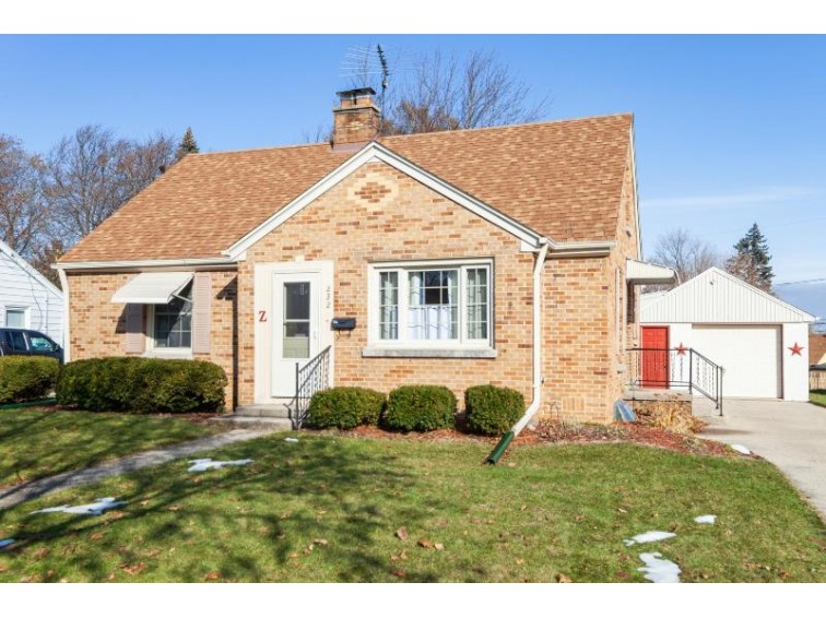 232 Lincoln Dr N West Bend, WI 53095 by Coldwell Banker Realty $184,900