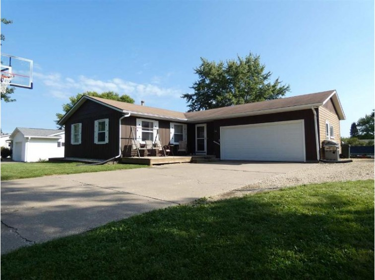 160 Maple Dr Platteville, WI 53818 by Lori Droessler Real Estate, Inc. $189,900