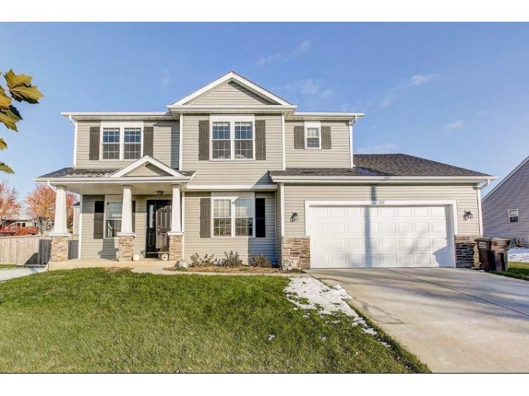 322 Oakbrook Dr Lake Mills, WI 53551 by Re/Max Shine $289,900