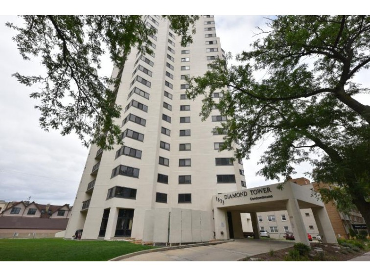 1633 N Prospect Ave 20c, Milwaukee, WI by Shorewest Realtors, Inc. $287,000