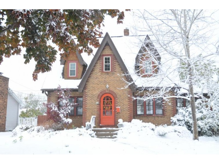 712 Park Ave South Milwaukee, WI 53172-1328 by Homestead Realty, Inc~milw $235,000