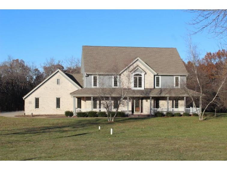 W295S5256 Holiday Oak Ct Waukesha, WI 53189-9043 by Realty Executives - Integrity $499,000