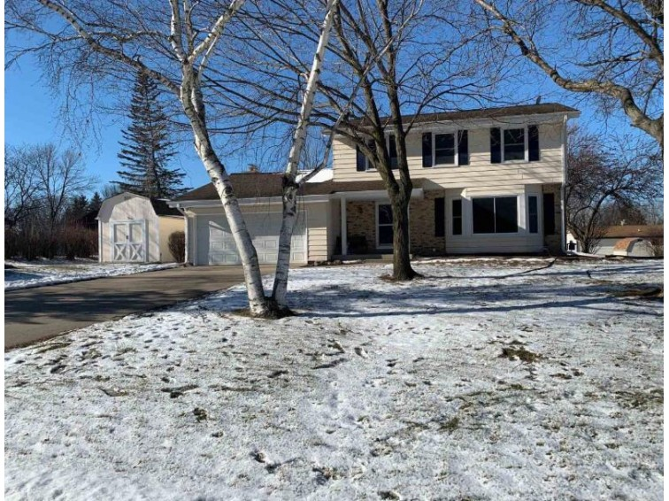 10641 Beacon Hill Ct W Franklin, WI 53132-2341 by Realty Executives - Elite $274,900