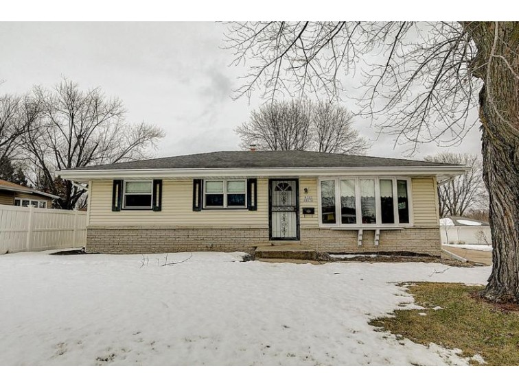W147N8676 Mckinley Dr Menomonee Falls, WI 53051-3203 by Realty Executives Integrity~brookfield $169,900