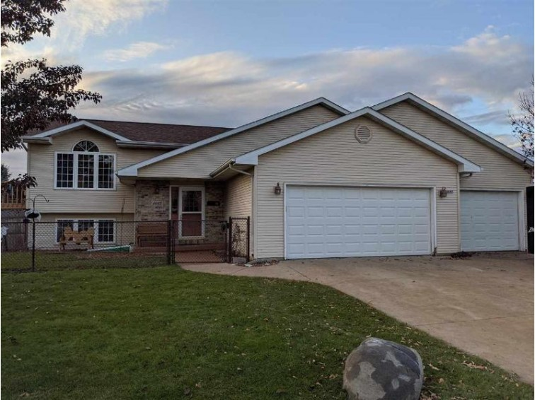 4085 Summerview Drive Oshkosh, WI 54901-1290 by RE/MAX On The Water $206,900