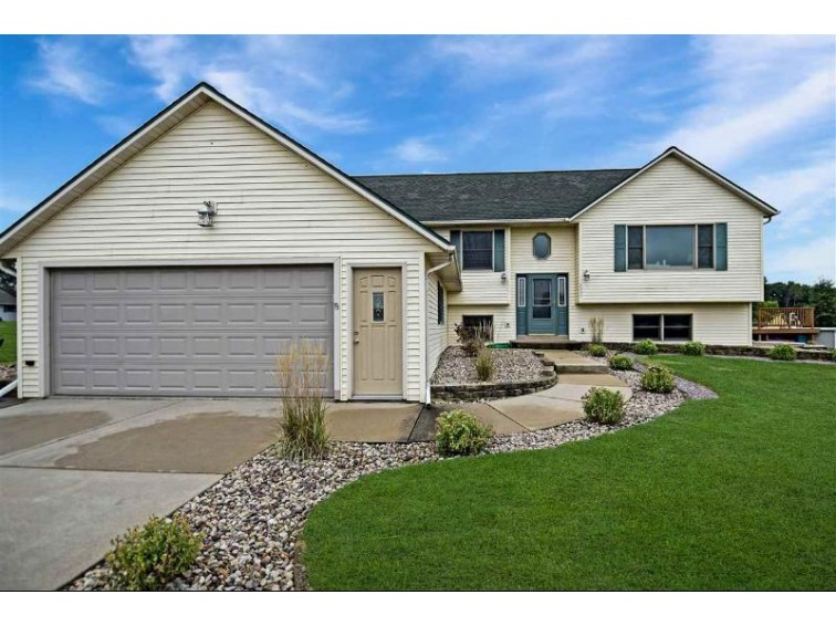 2337 Myrtle St Reedsburg, WI 53959 by Re/Max Preferred $279,900