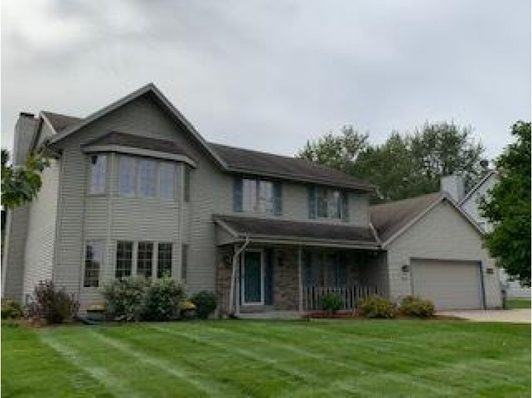 13411 W North Ln New Berlin, WI 53151-6023 by Shorewest Realtors, Inc. $387,900