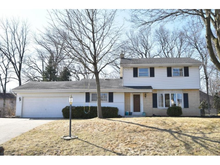 14375 W Rogers Dr New Berlin, WI 53151-2459 by Re/Max Realty 100 $290,000