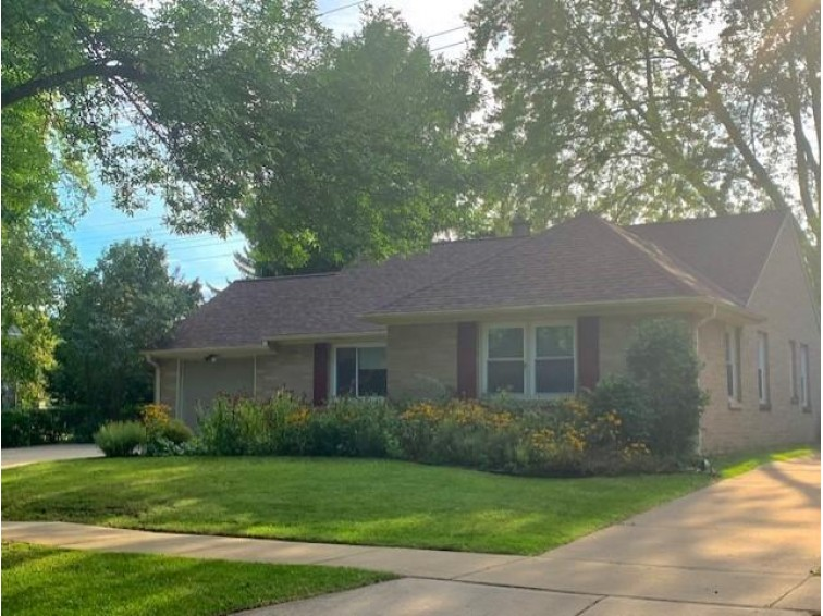 5789 N Argyle Ave Glendale, WI 53209-4345 by Standard Real Estate Services, Llc $229,900
