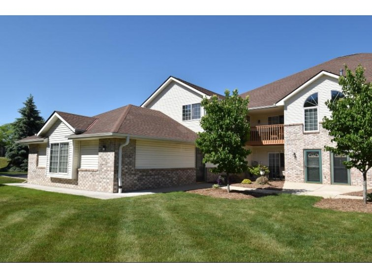 4895 W Maple Leaf Cir Greenfield, WI 53220-2784 by Bear Realty Of Burlington $179,900