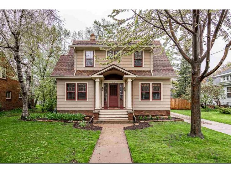 1214 W New York Avenue Oshkosh, WI 54901-3648 by Century 21 Ace Realty $167,500