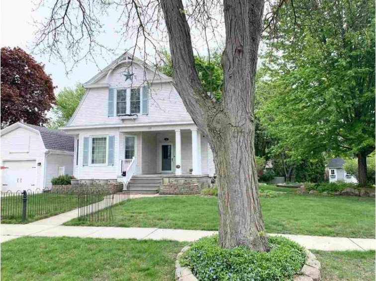352 Park Ave Prairie Du Sac, WI 53578 by First Weber Real Estate $259,900