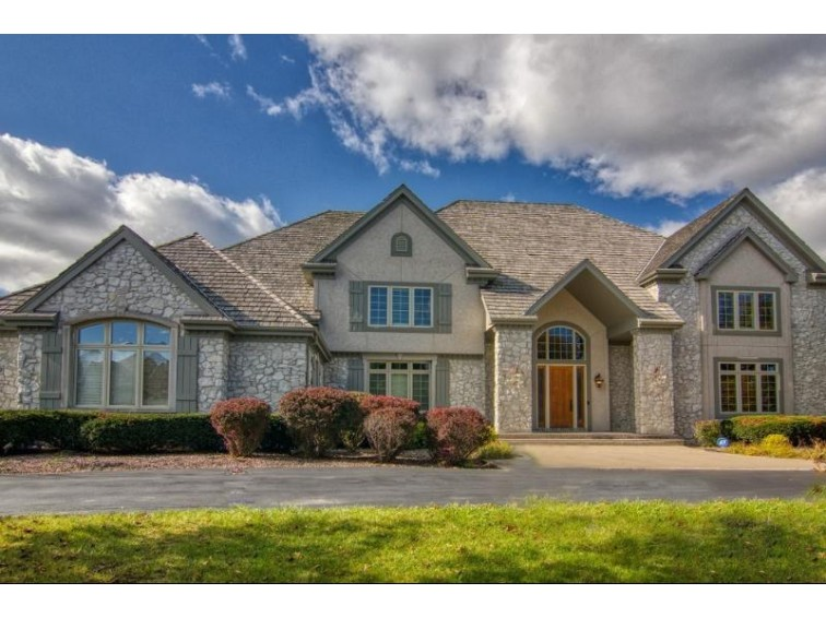 11409 N Justin Dr Mequon, WI 53092-2785 by Shorewest Realtors, Inc. $1,245,000