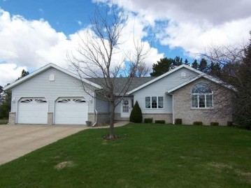 512 Mayfair St, Antigo, WI 54409