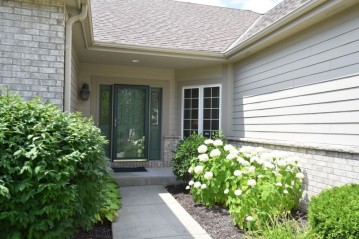 N60W4967 Highland Crossings Cir, Cedarburg, WI 53012-3507