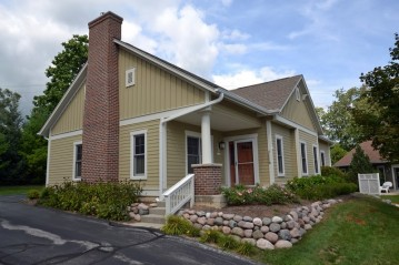 N68W5782 Bridge Commons Ct, Cedarburg, WI 53012-2145