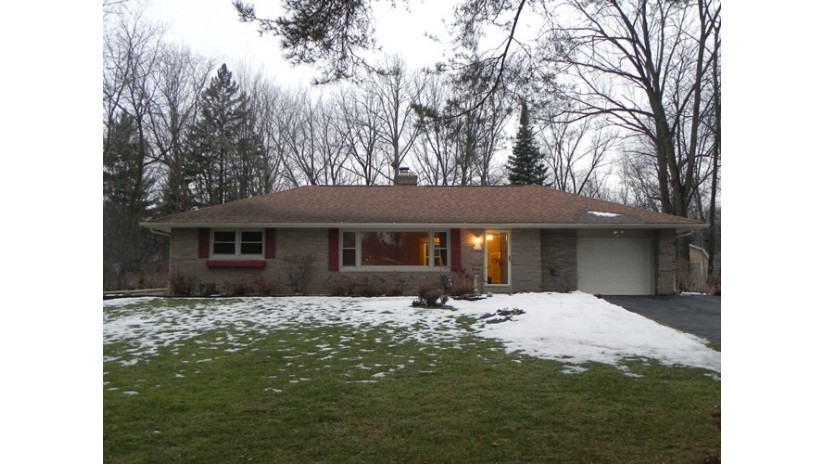W222N8369 Plainview Pkwy Lisbon, WI 53089-1716 by Shorewest Realtors $215,000