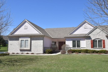 W51N591 Highland Crossings Cir, Cedarburg, WI 53012-3506