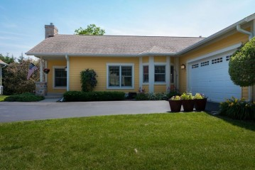 N68W5671 Bridge Commons Ct, Cedarburg, WI 53012-2138