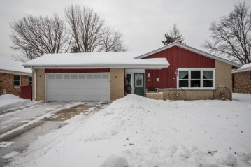 9837 W Marion St, Wauwatosa, WI 53222-1412