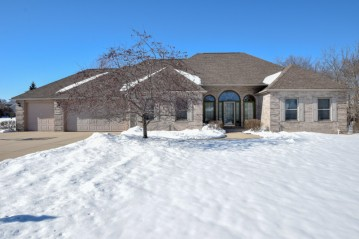 9059 S Deerbrooke Ct, Franklin, WI 53132-8275