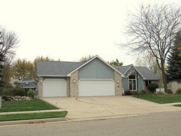 106 Bentwood, Brillion, WI 54110