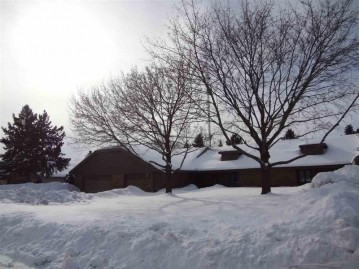81 SPENCER VILLAGE Court, Grand Chute, WI 54914-4600
