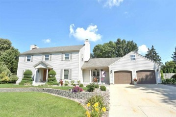 2431 Chickasaw Dr, Janesville, WI 53545