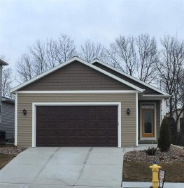 122 Red Bud Tr, Columbus, WI 53925