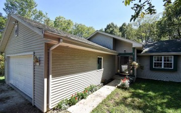 31021 Grand Dr, Waterford, WI 53185-2922