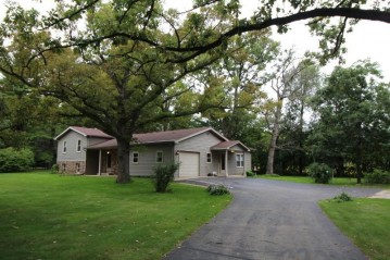 31302 Hickory Hollow Rd, Waterford, WI 53185-2861