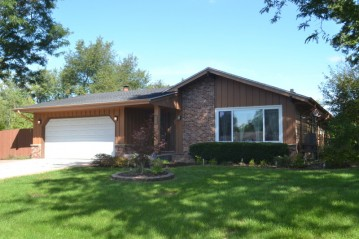 704 Rivermoor Pkwy, Waterford, WI 53185-4040