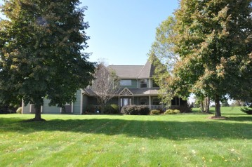 W346S9005 Whitetail Dr, Eagle, WI 53119-2300