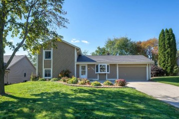 7021 W Southview Dr, Franklin, WI 53132