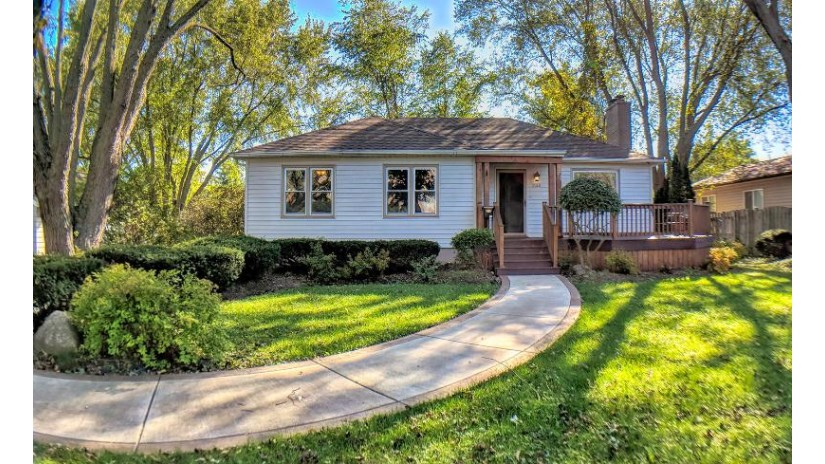 1122 Grant St Lake Geneva, WI 53147-1118 by Keefe Real Estate, Inc. $264,900