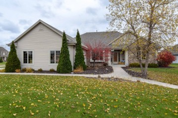4386 W Forest Hill Ave, Franklin, WI 53132-7921