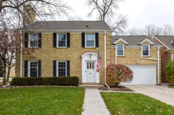 5974 N Shoreland Ave, Whitefish Bay, WI 53217-4622