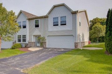 366 Terrace Dr W, Brookfield, WI 53045-5503