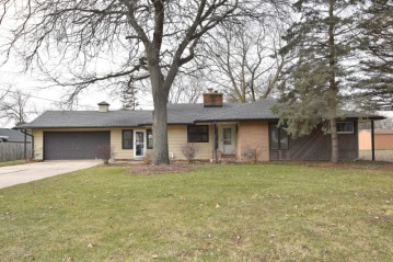 W172N9805 Division Rd, Germantown, WI 53022-4605
