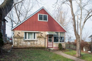 6628 Channel Rd, Waterford, WI 53185-2527