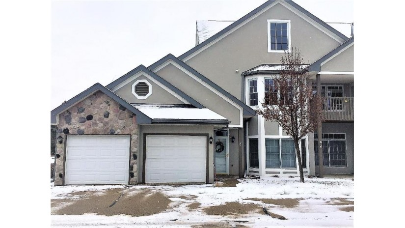 N30W23035 Pineview Cir 8 Pewaukee, WI 53072-6226 by Realty Executives - Integrity $219,900