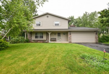 5315 Oak Forest Dr, Caledonia, WI 53406-1233