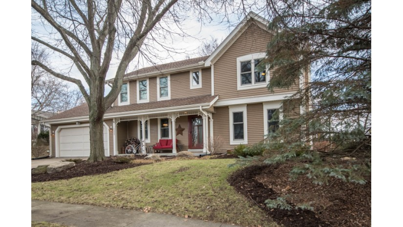 1223 Sweetbriar Dr Waukesha, WI 53186 by Shorewest Realtors $319,900