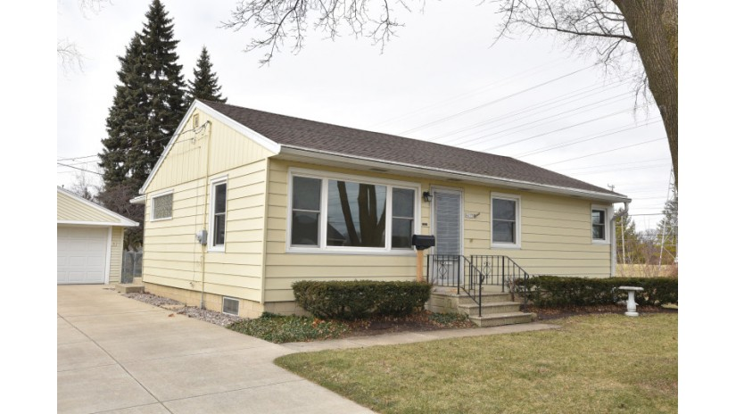 4055 S Taylor Ave Milwaukee, WI 53207-4427 by Shorewest Realtors $160,000