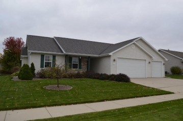 545 COONEN Drive, Combined Locks, WI 54113-1404