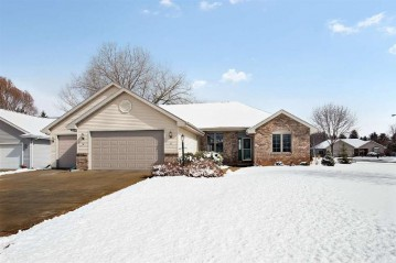 111 WOODHAVEN Court, Combined Locks, WI 54113-1262