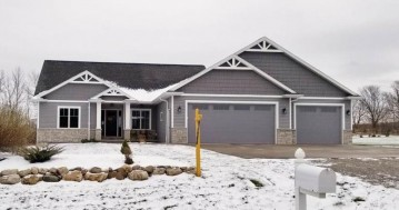 W7499 Cross Country Lane, Ellington, WI 54944-9168