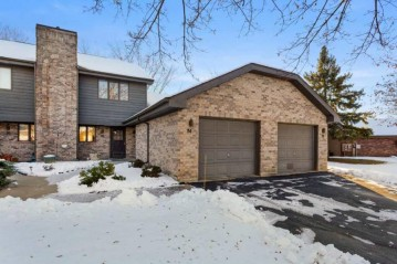 72 SPENCER VILLAGE Court, Grand Chute, WI 54914-4617