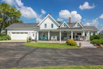 543 E Church Rd, Christiana, WI 53523
